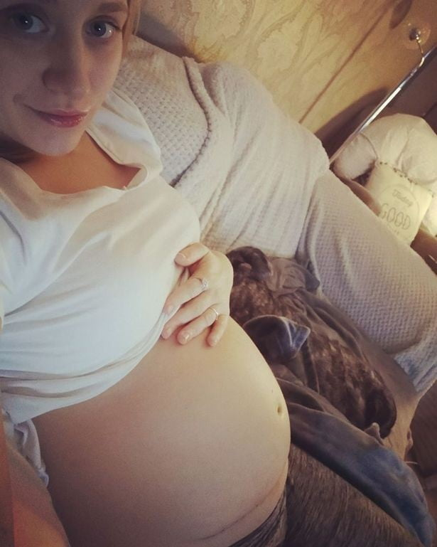 Copil nenascut, operat si pus inapoi in uterul mamei, in Marea Britanie | Demamici.ro