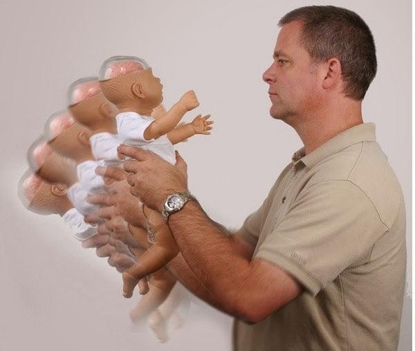 Sindromul copilului scuturat - cat de periculos poate fi sa-l zgaltai bebelusul VIDEO | Demamici.ro