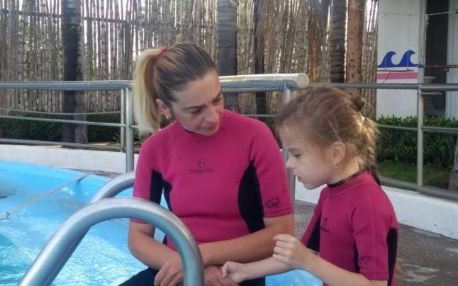 "Elena isi trateaza fetita bolnava de autism cu ajutorul delfinilor: ""A inceput sa-mi spuna mama!"" | Demamici.ro"