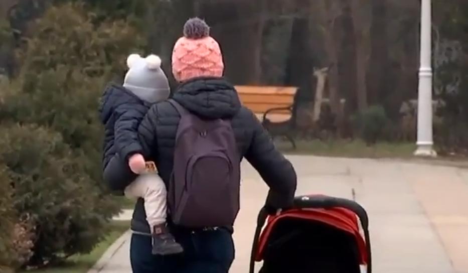 Mituri care imbolnavesc copiii! Curentul, antibioticele administrate dupa ureche, imbracatul prea gros - ce spune medicul VIDEO | Demamici.ro