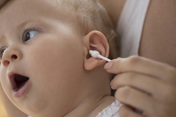 De ce nu trebuie sa folosesti betisoare de urechi in igiena bebelusului | Demamici.ro