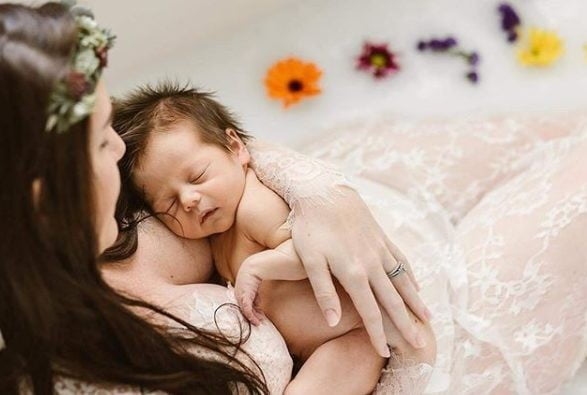 Utilizari surprinzatoare ale laptelui matern! Laptele matern, bun pentru acneea bebelusului si iritatia de scutec | Demamici.ro