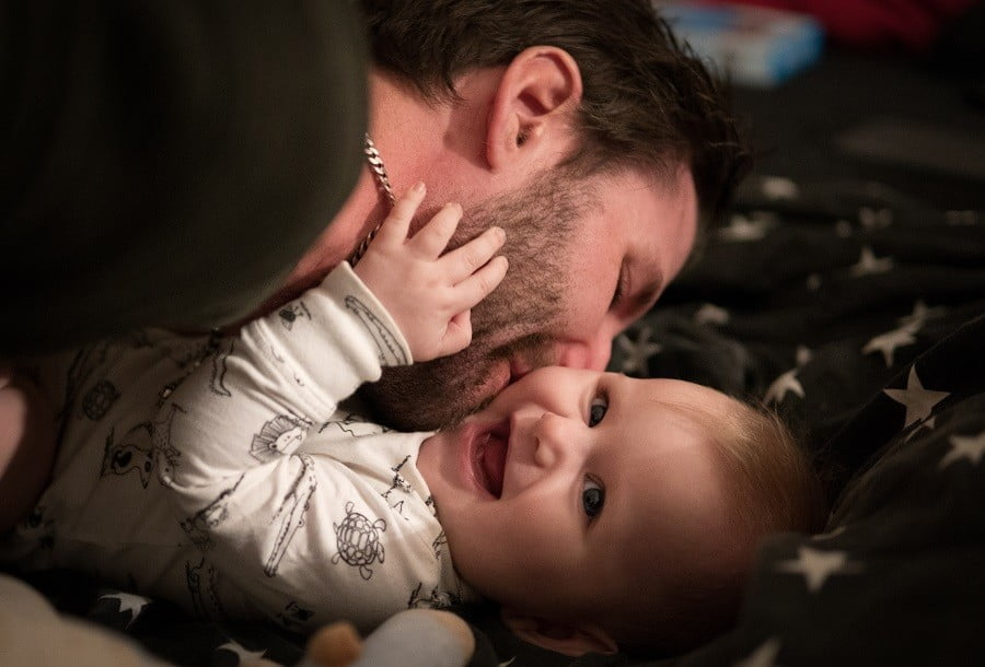 "Un tata nu e babysitter sau ""ajutor"". Tatal e parinte | Demamici.ro"